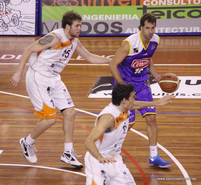 Urko fue el mejor ante Oviedo Baloncesto. Foto www.baloncestoconp.es
