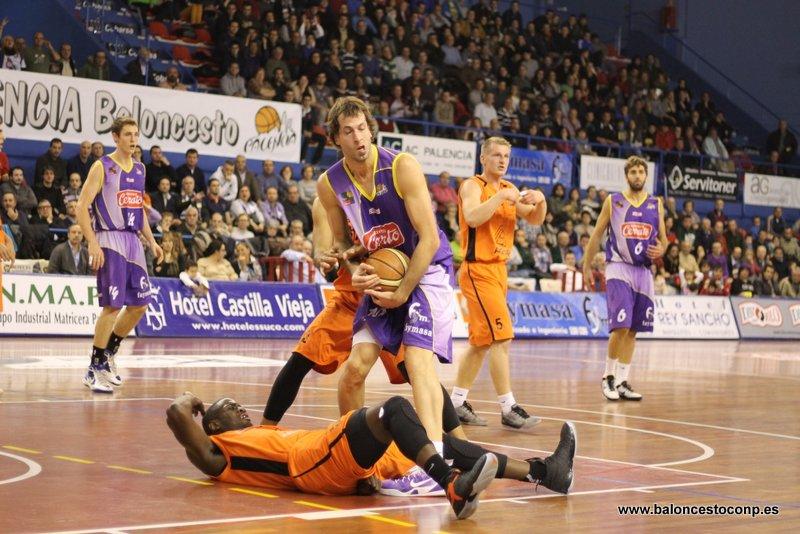 Urko vence una jornada más. Foto Baloncestoconp.es