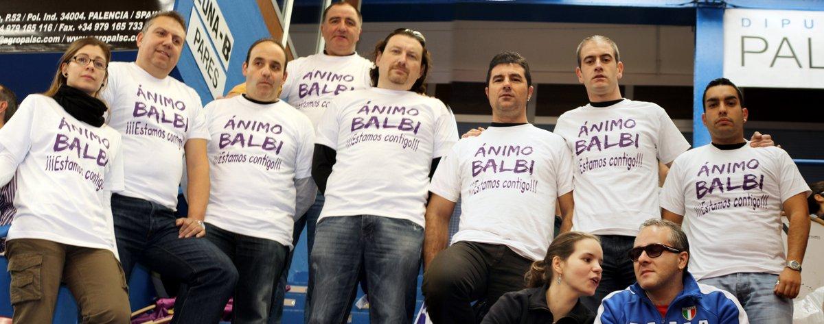 Compañeros de la Peña con la camiseta de apoyo, aunque en ella falten otras que portaban también la camiseta como Virginia y Laura.