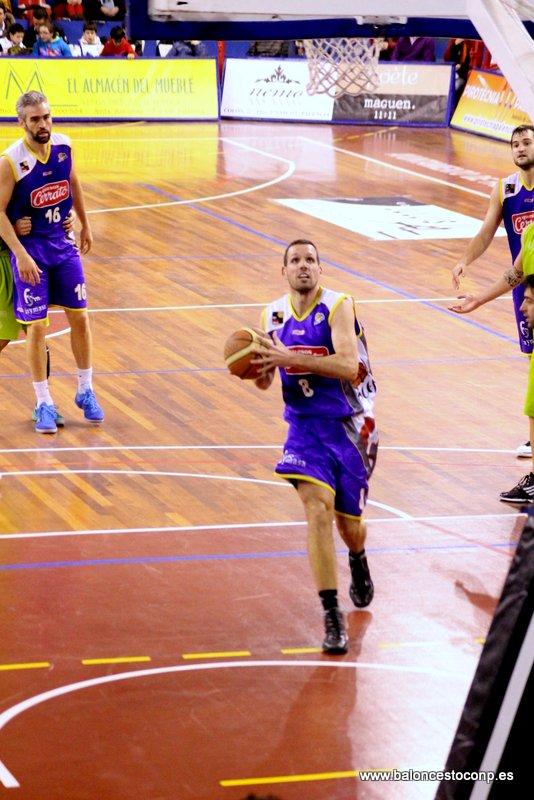 Bravo logra su primera victoria de la temporada en el trofeo. Foto Baloncestoconp.es