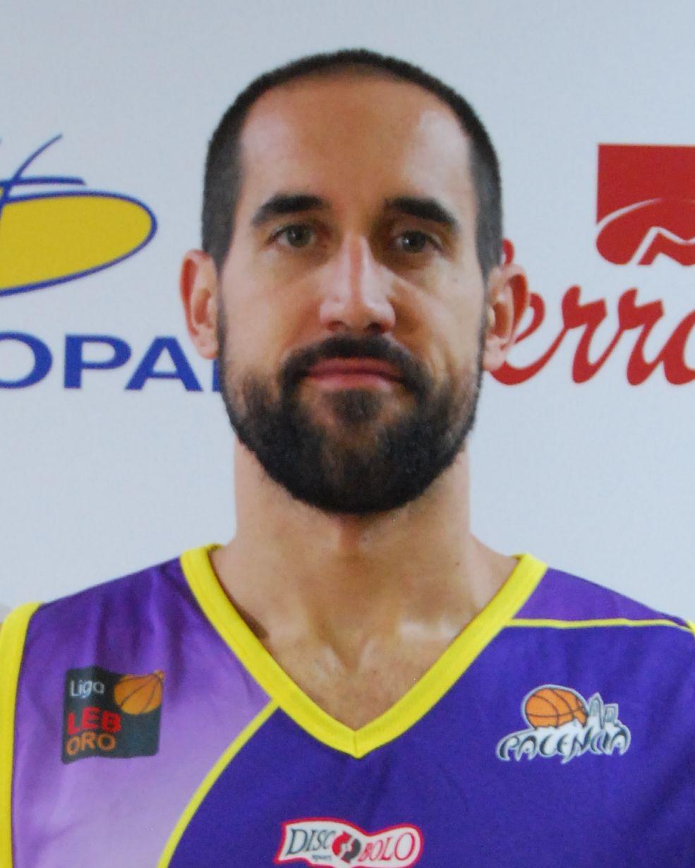 Romá Bas, primer líder del IX Trofeo Basket Morao